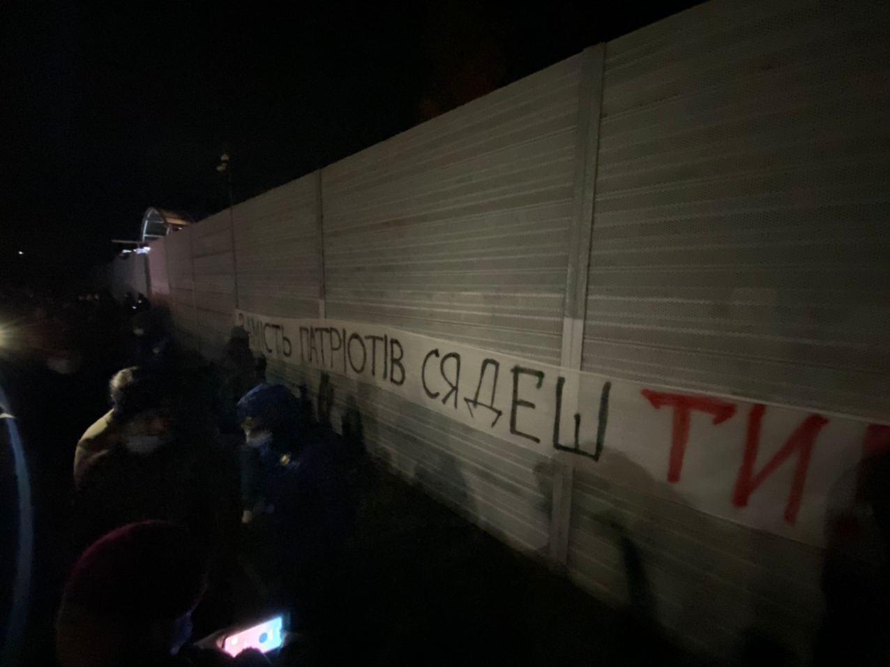 Активісти вирушили до резиденції Зеленського.