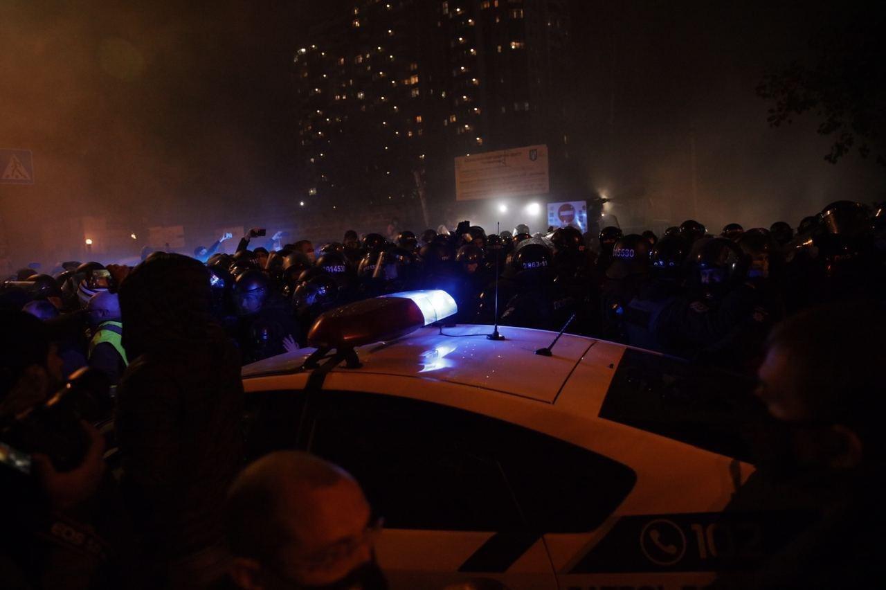 Правоохоронці прорвали блокаду протестувальників