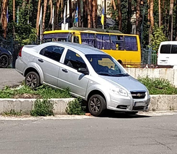 Автомобилисты путает выезд со въездом и попадают в ДТП
