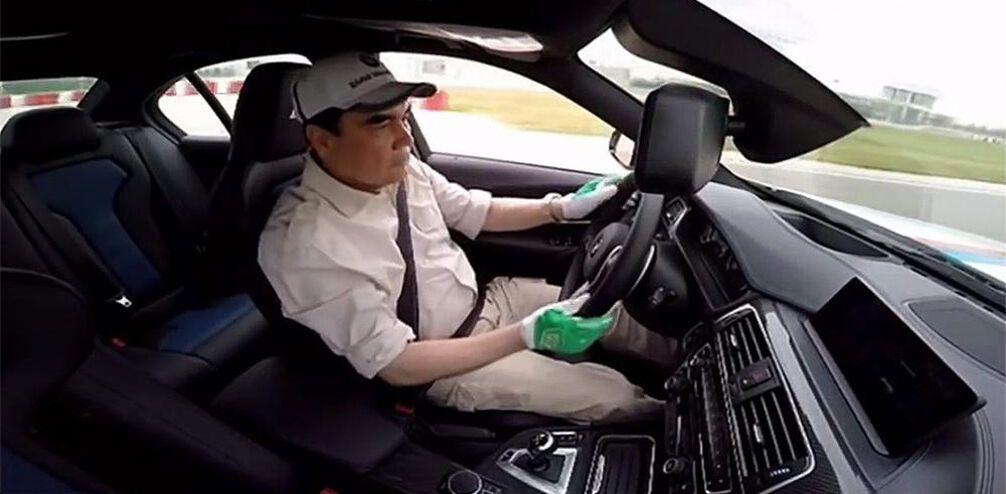 Президент Туркменістану показав дрифт на BMW M4