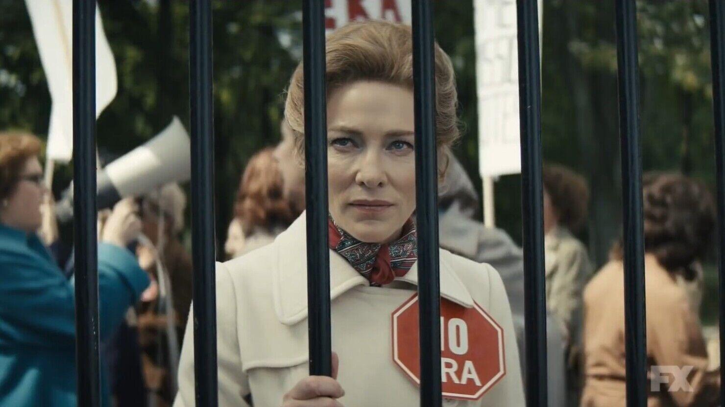 "Кадр из сериала ""Миссис Америка"""