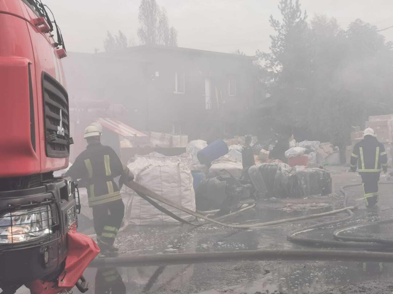 В ликвидации пожара принимали участие спасатели из нескольких районов