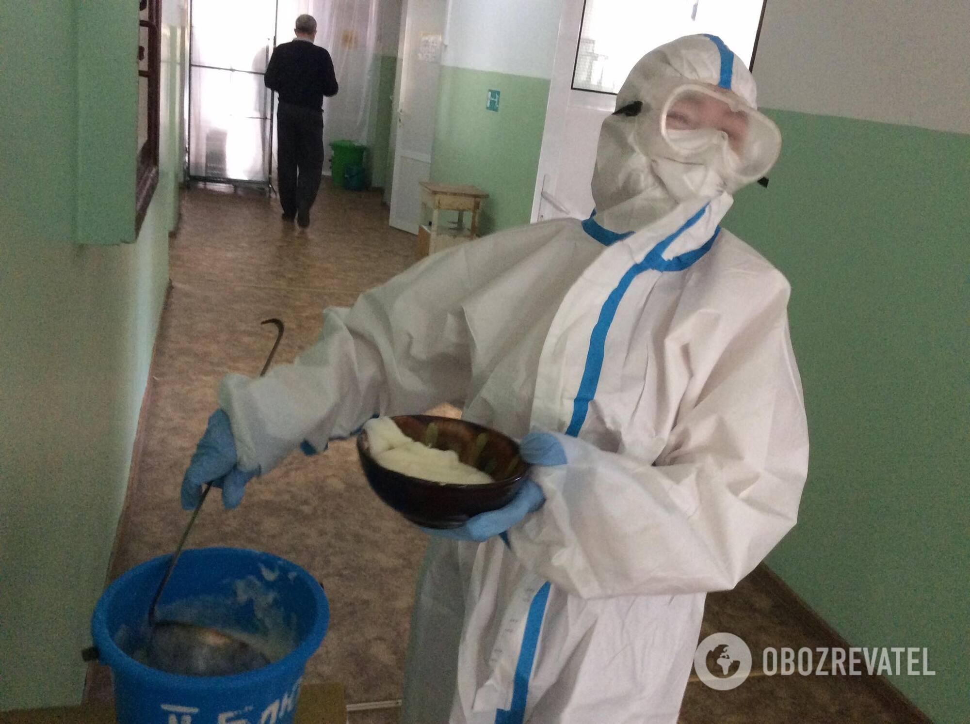 Відділення для хворих коронавірусом в лікарні №4 в Маріуполі
