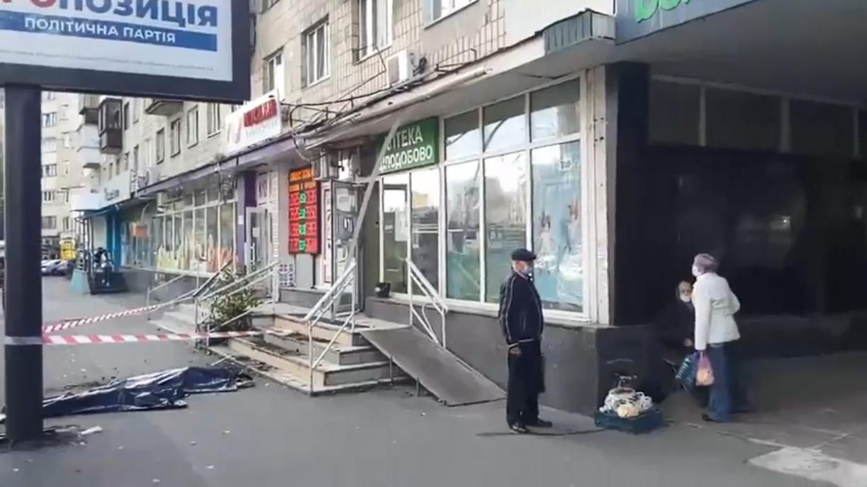 І жінка, і дитина, які випали з 9-го поверху в Києві, загинули на місці
