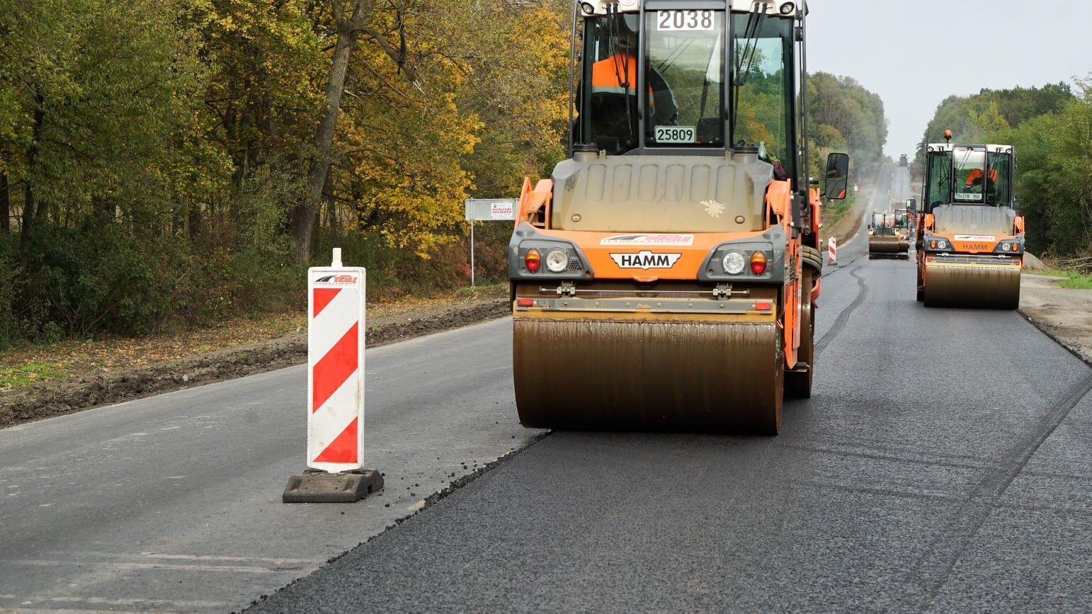 Вокруг Чорткова продолжаются активные дорожные работы.
