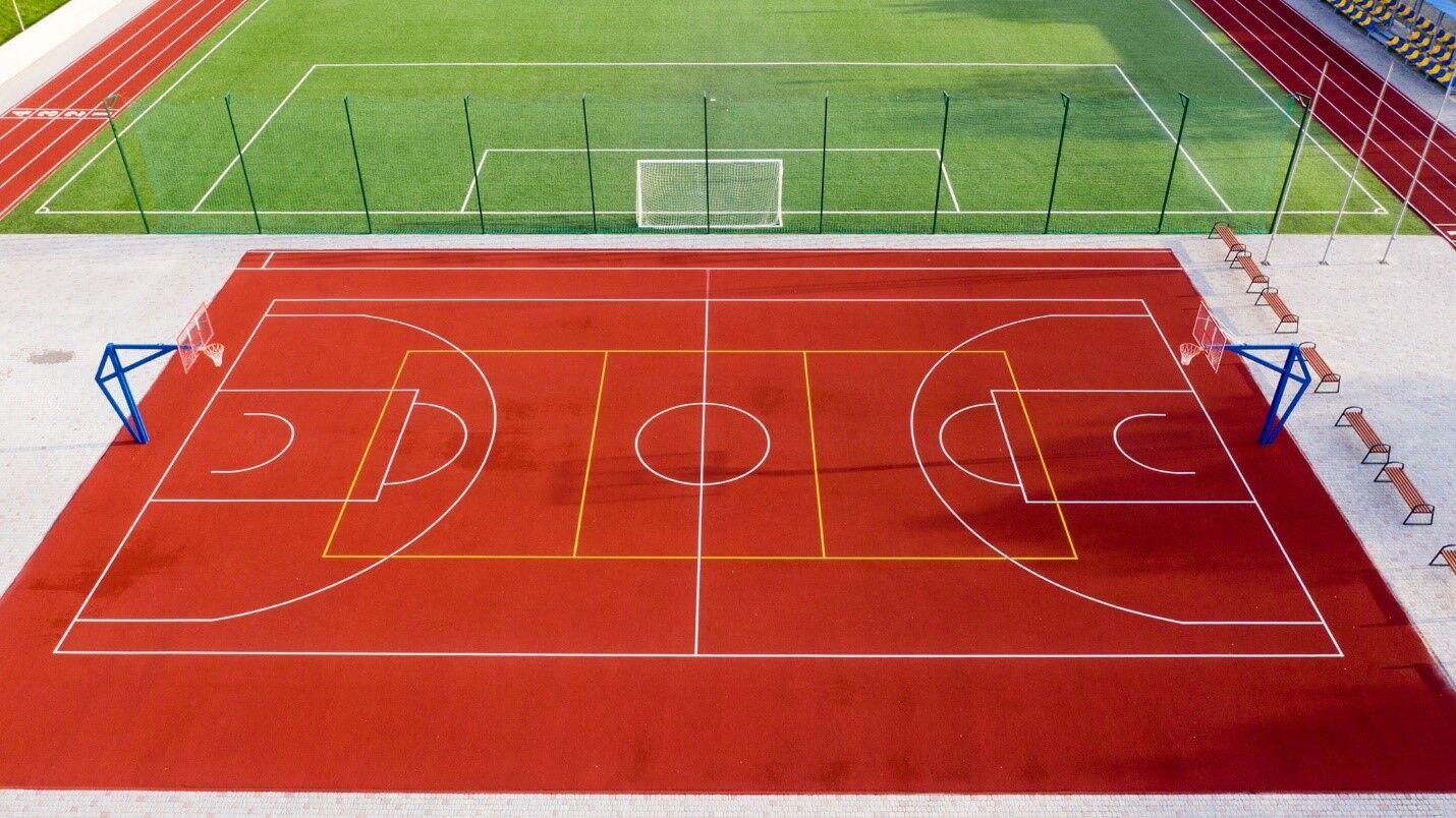 В Чорткове реконструируют комплекс спортивных площадок для медицинского колледжа