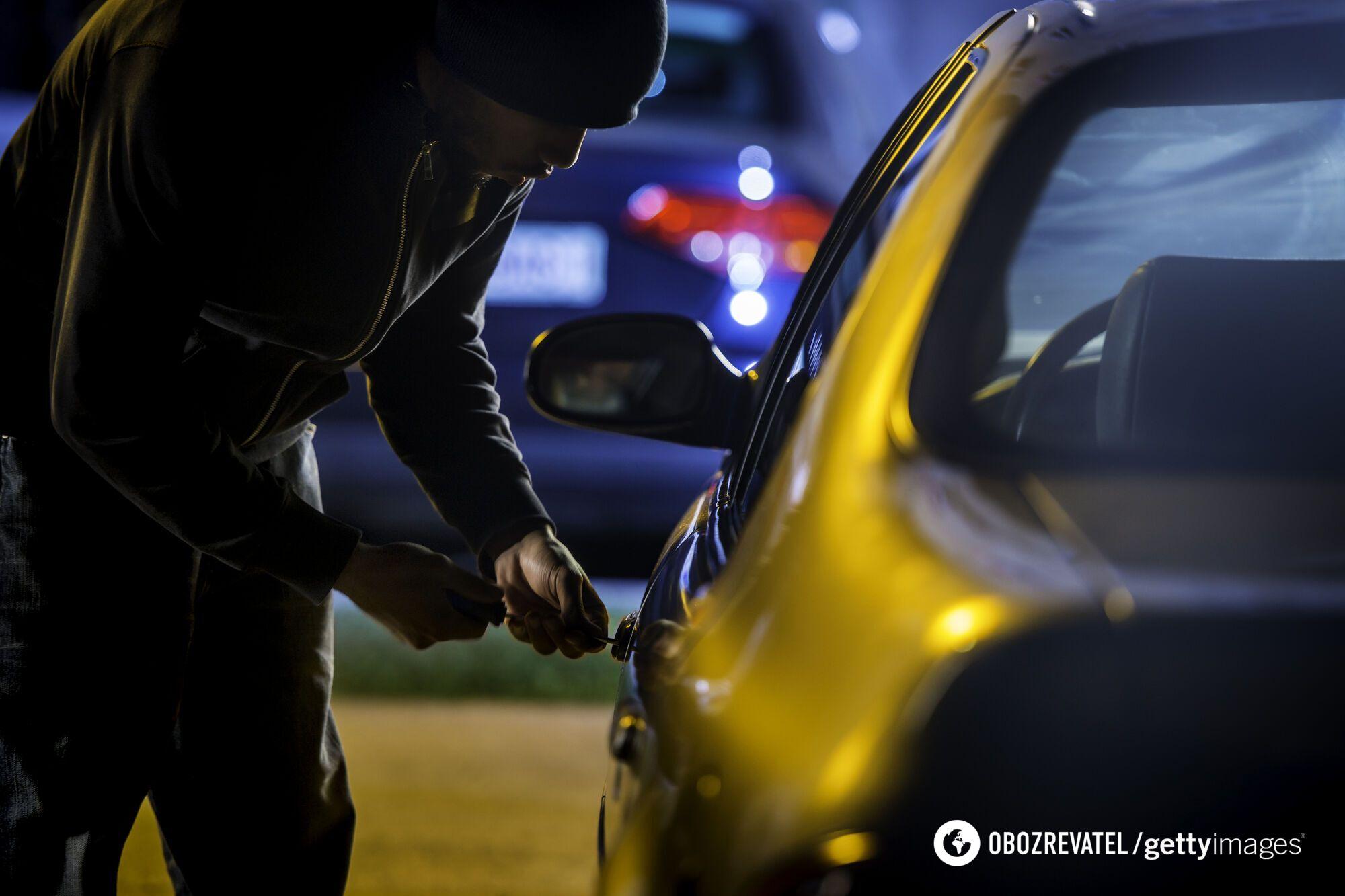 Автомобили угоняют ночью, когда владельцы спят