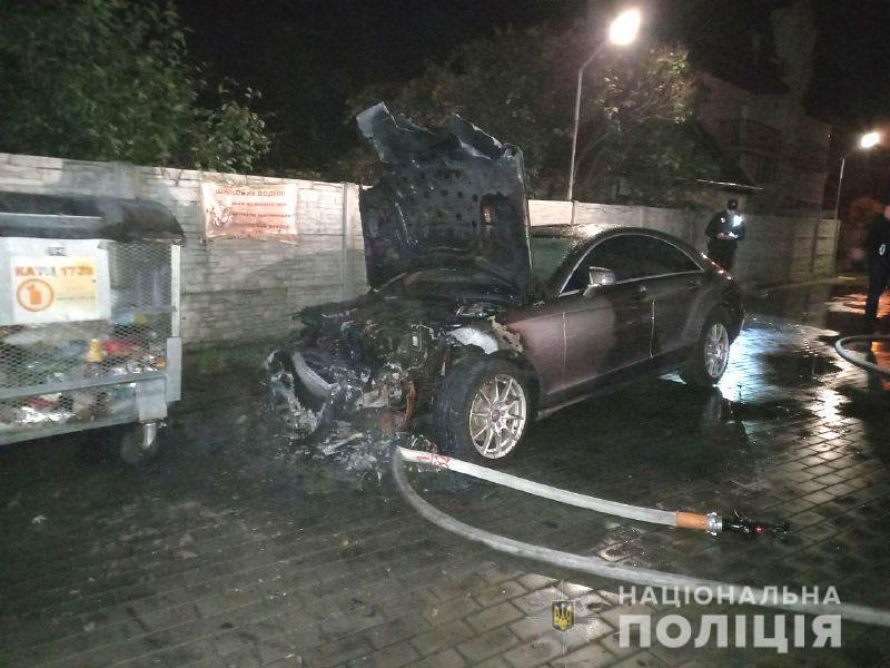 """Сожгли авто кандидата от """"Слуги народа"""""""