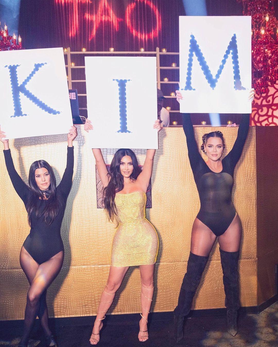 Ким Кардашьян показала, как отпраздновала 40-летие.