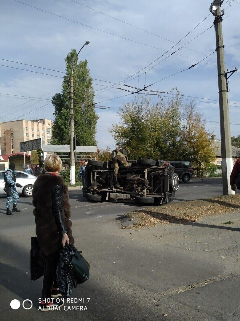 """Перевернулось авто с """"полицейскими"""""""