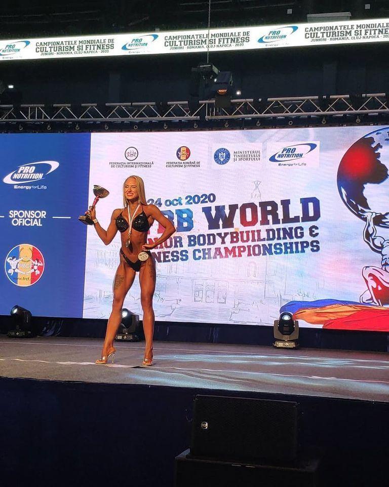 Олександра Суманєєва з кубком