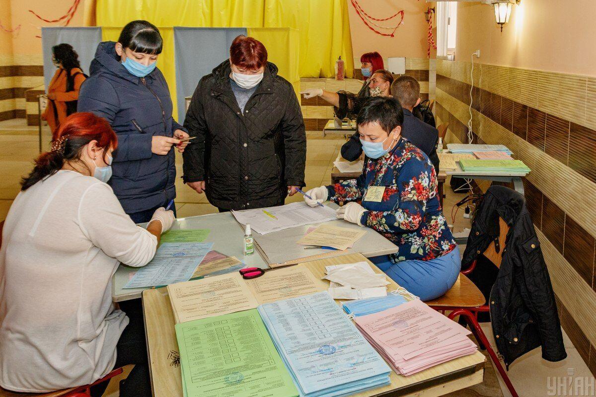Громадяни голосують переважно спокійно