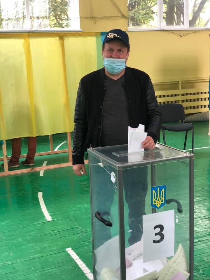 """Лидер группы """"ТИК"""" Виктор Бронюк."""