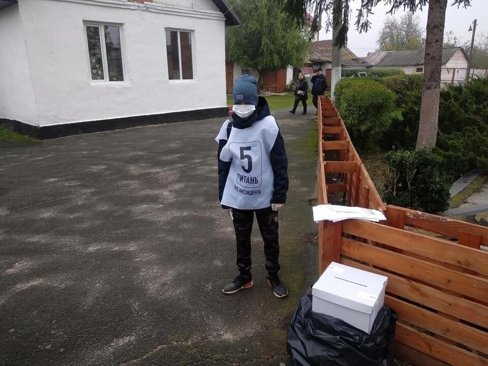 Опрос Зеленского в Костополе проводит 14-летний