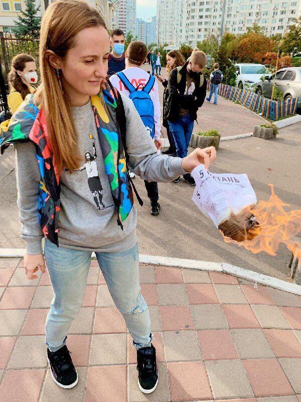 Украинцы сжигали бланки опросника Зеленского