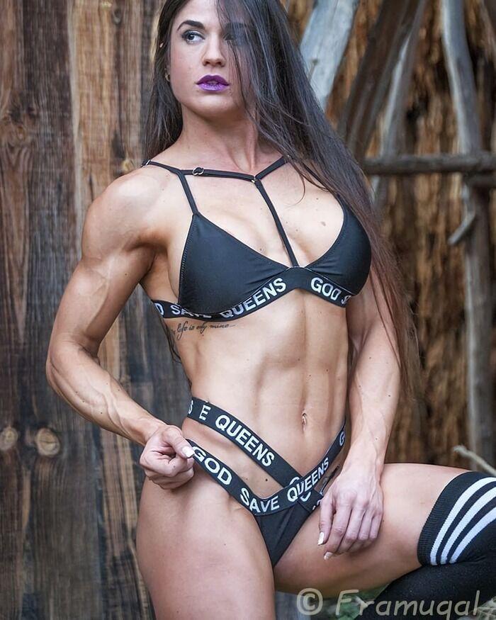 Заїра Серрано демонструє мускулисте тіло