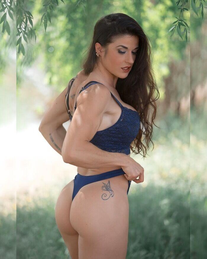 Заїра Серрано і накачані стегна