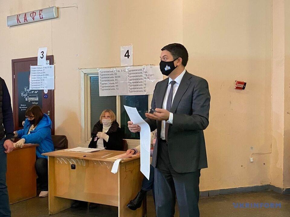 Разумков на избирательном участке в Киеве
