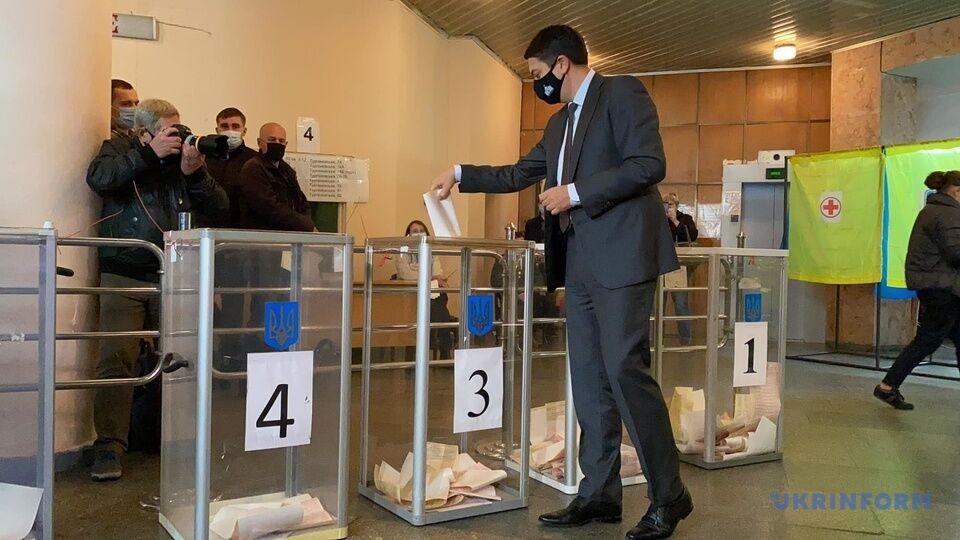 Глава ВР Дмитрий Разумков проголосовал на выборах