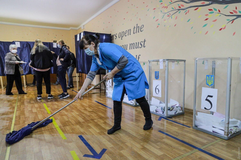 Через карантинні заходи процес голосування в Одесі затягується