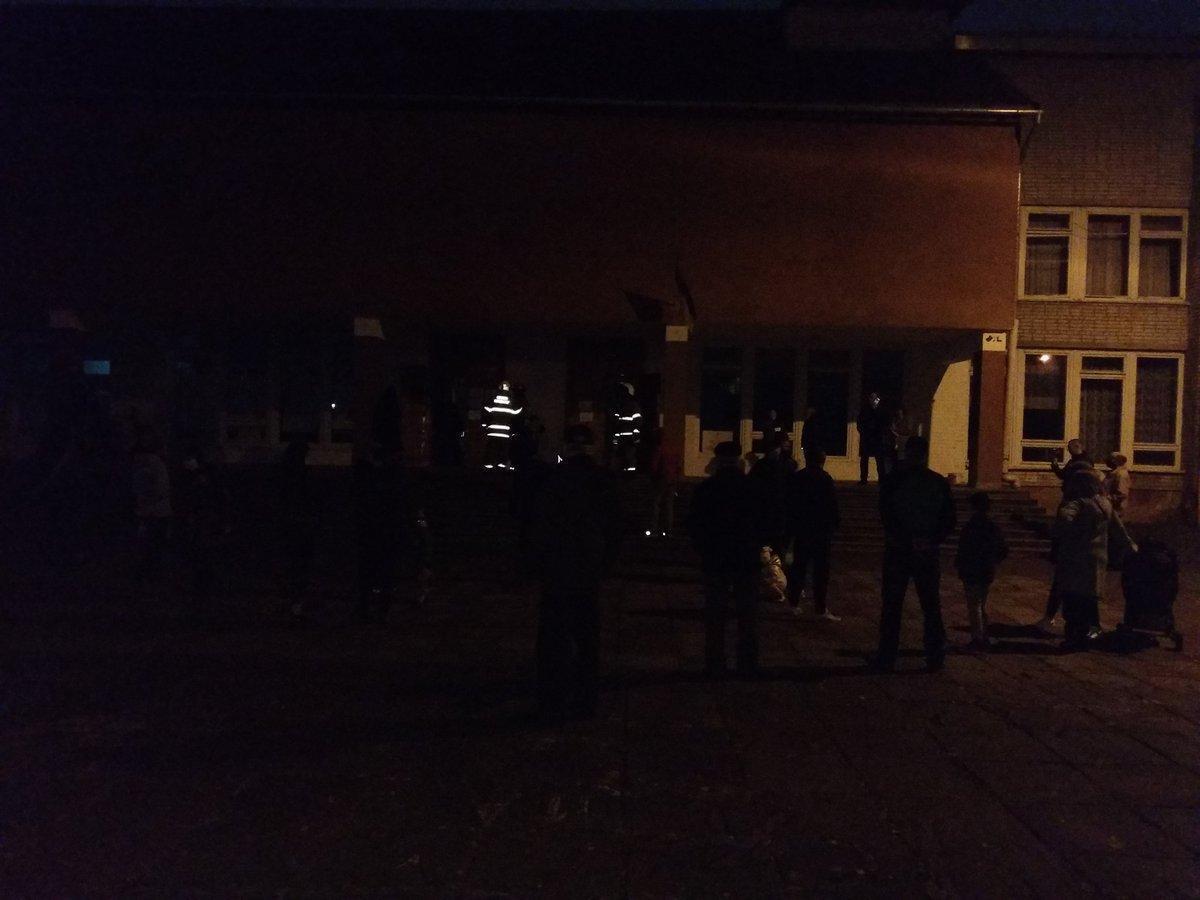 На виборчій дільниці вимкнулася електрика