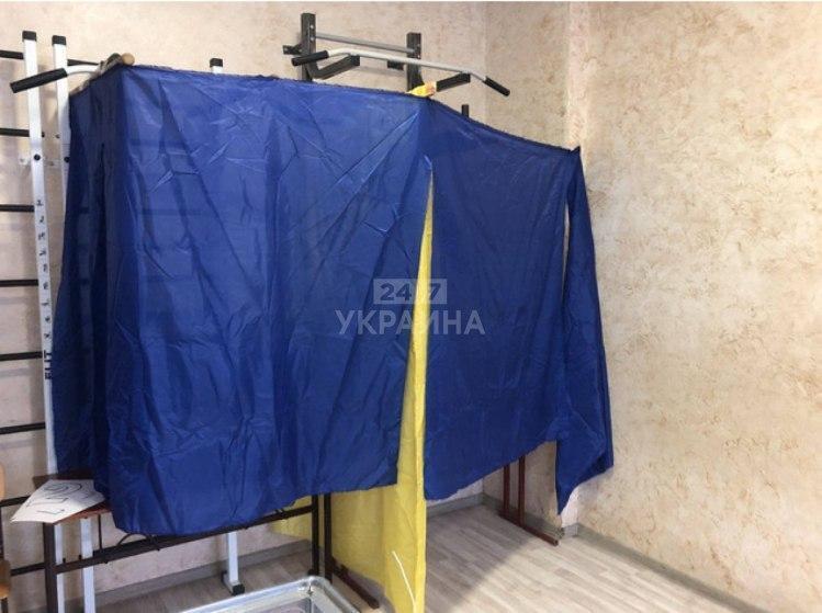 Кабинки для голосования в Житомире