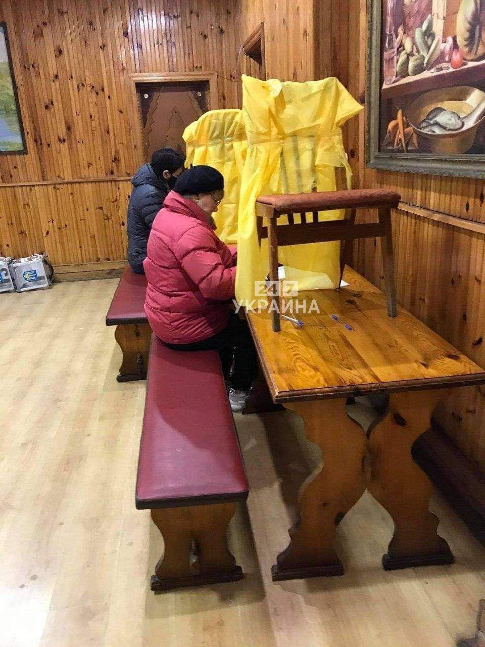Кабінки для голосування в Житомирі