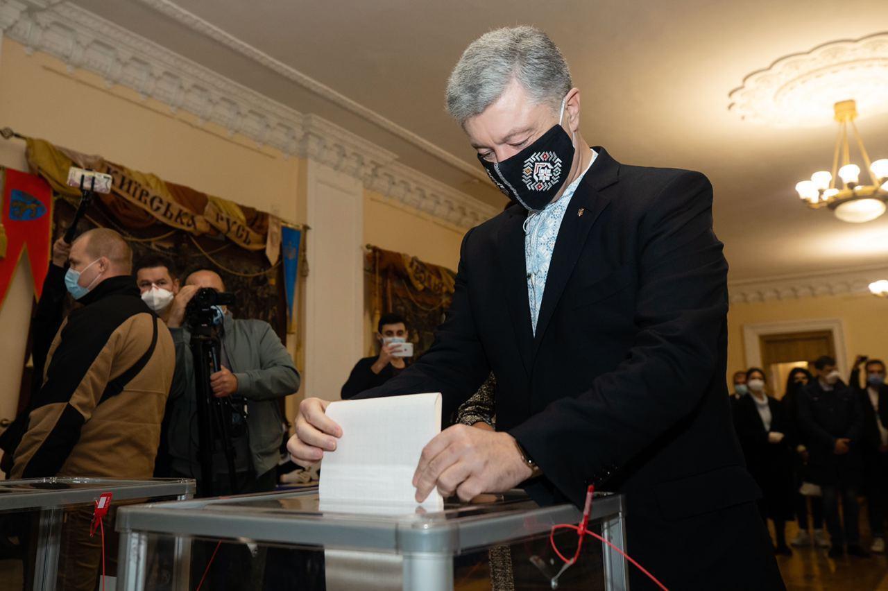 Петр Порошенко проголосовал