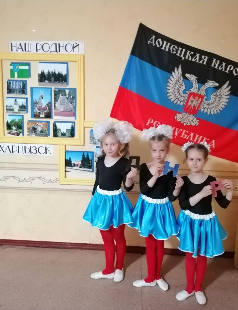 """Костюмы для танцев детям также шьют в цветах флага """"ДНР"""""""