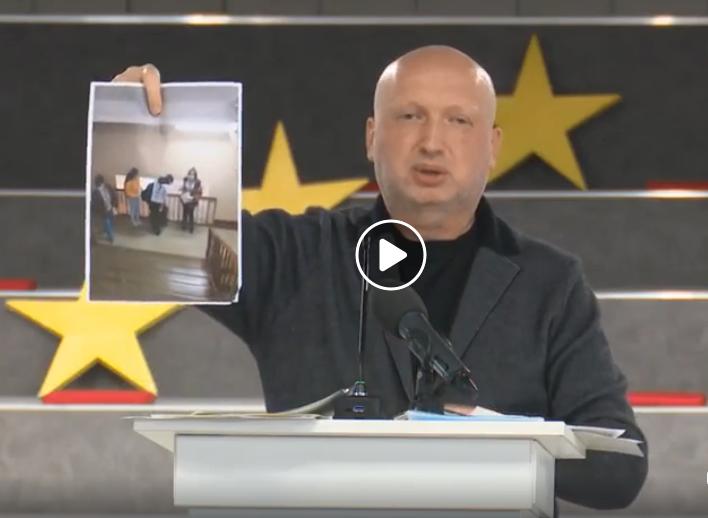 Турчинов заявил о нарушениях во время президентского опроса и показал фото