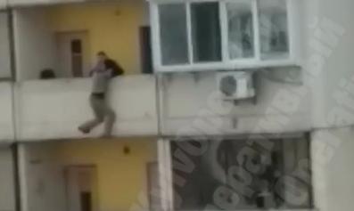 Жінка намагалася вистрибнути з вікна