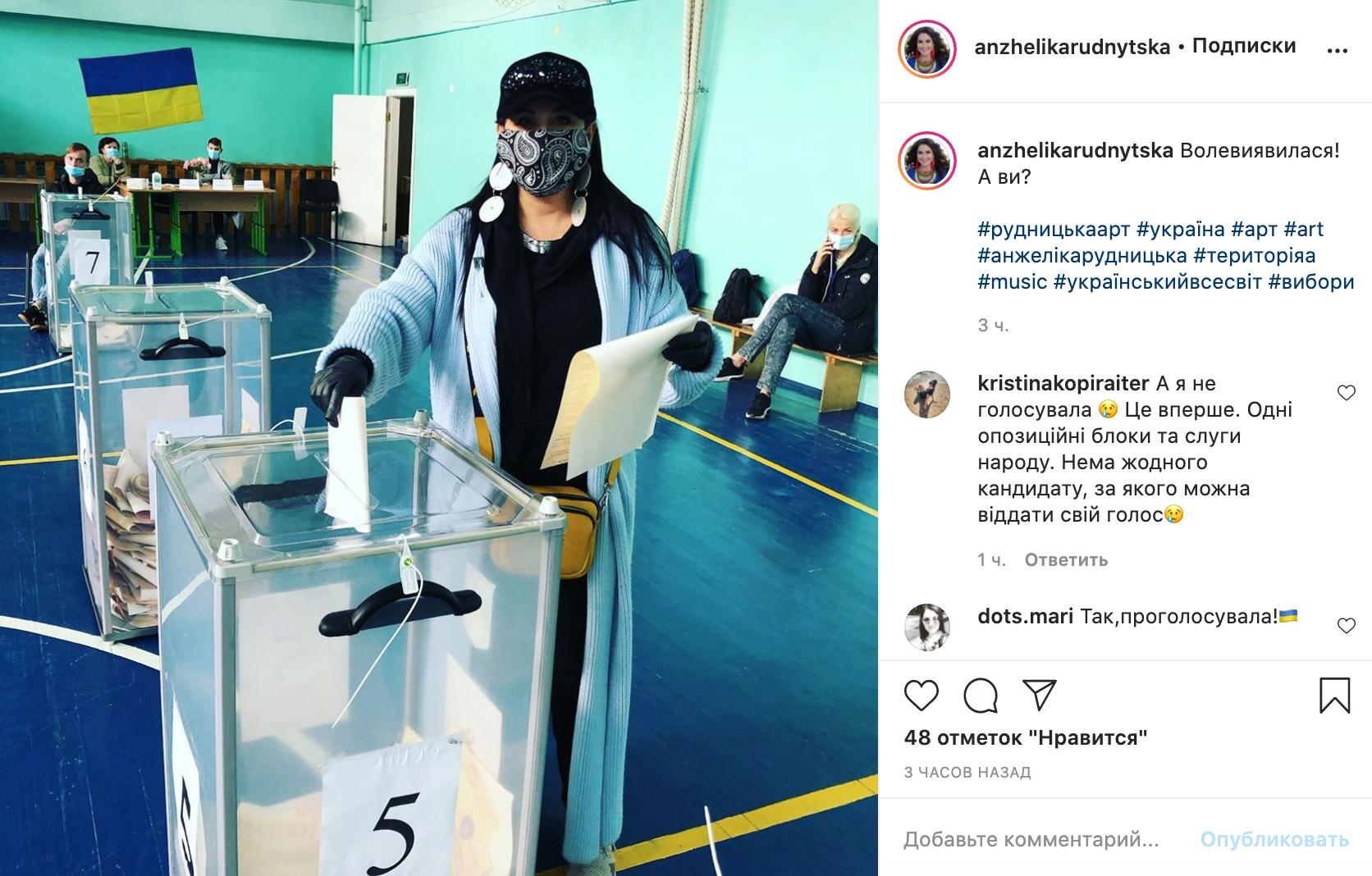 Анжелика Рудницкая на избирательном участке