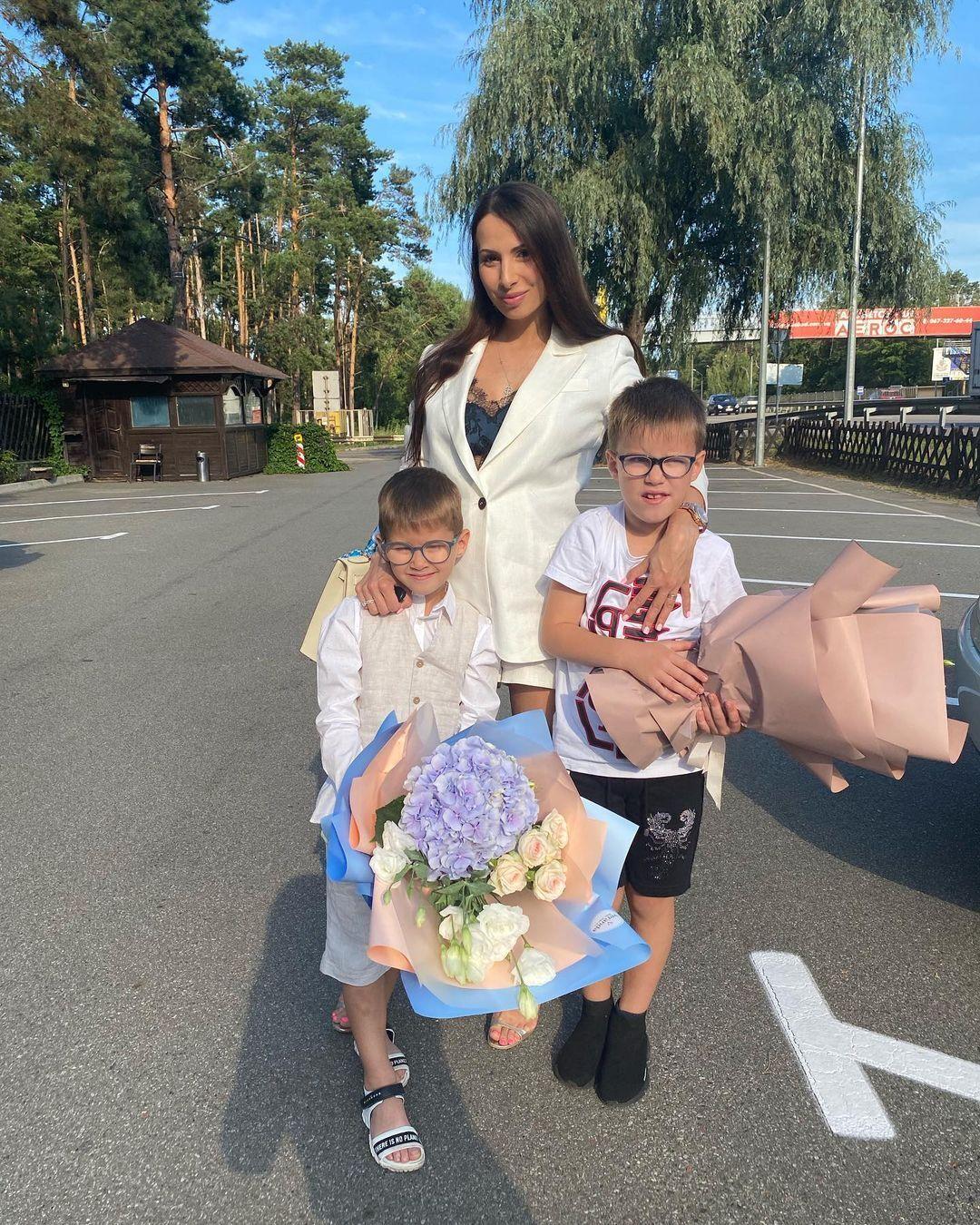 Інна з дітьми Іваном та Данилом