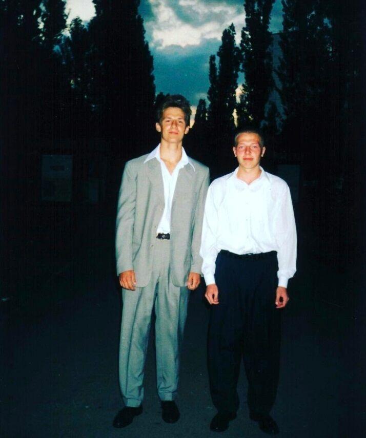 Потап у молодості (ліворуч)