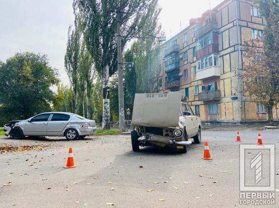 """В Кривом Роге столкнулись Opel и """"Жигули""""."""