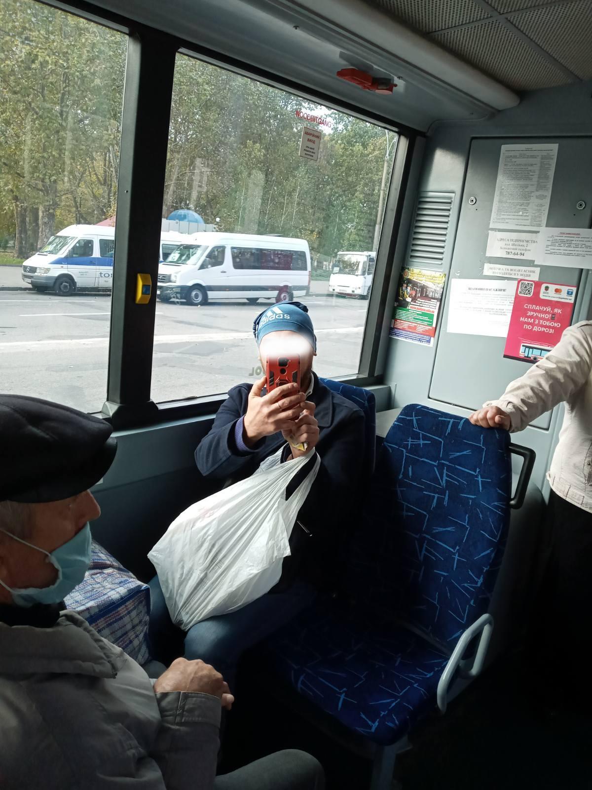 Пассажир отказывался надеть маску
