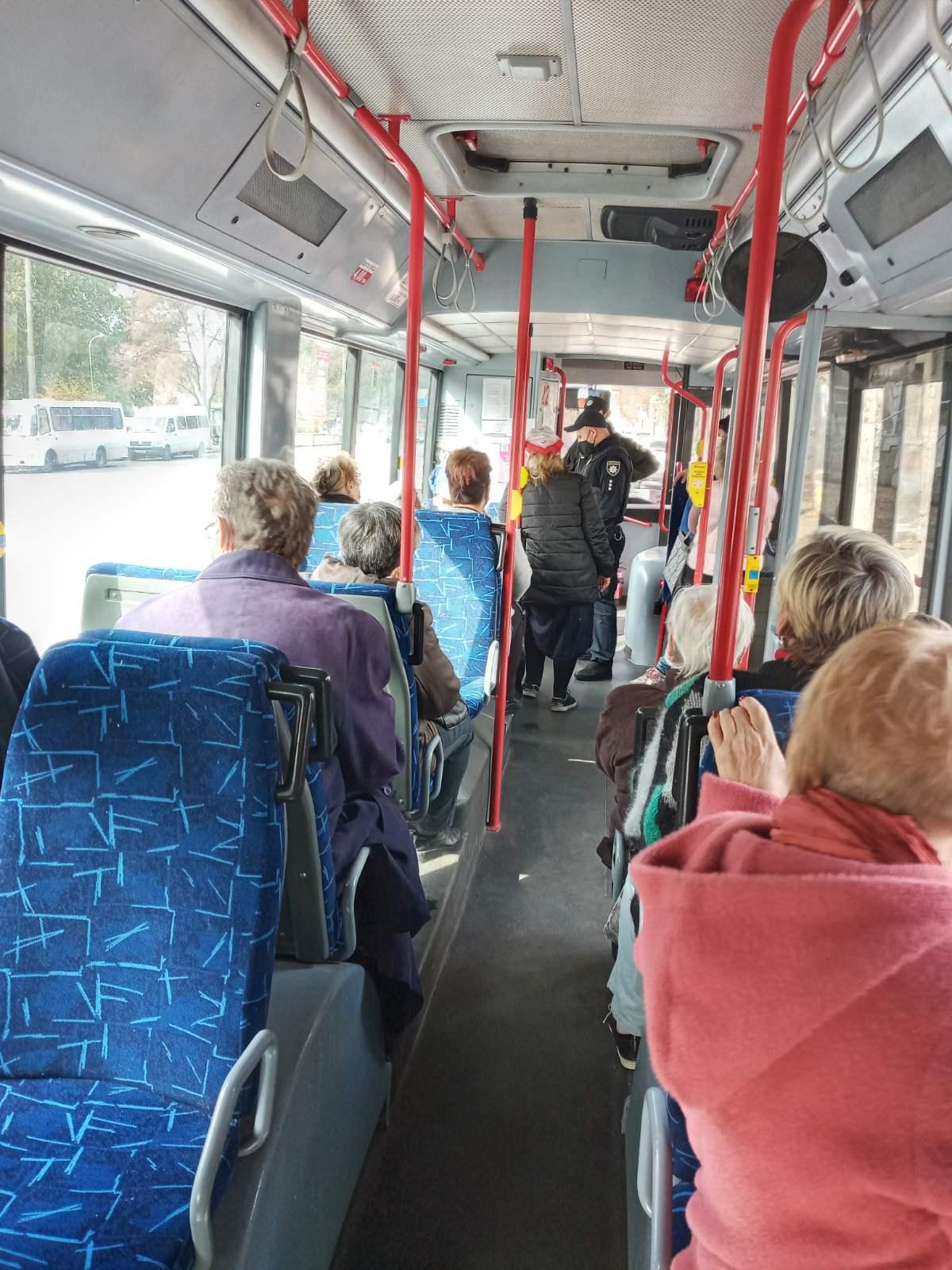 Троллейбус остановил движение