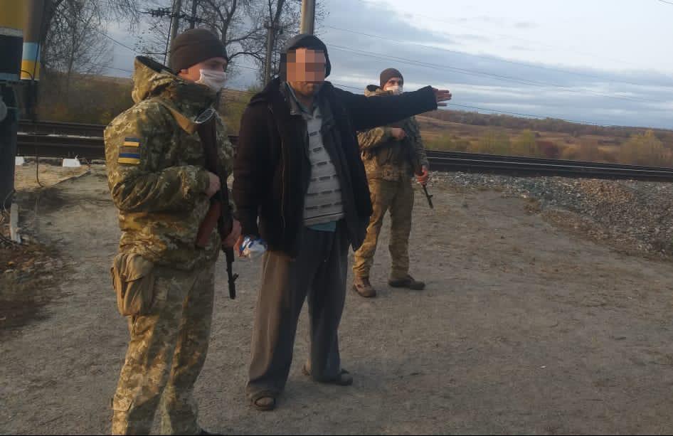 Под Харьковом за попытку незаконного пересечения границы задержали мужчину