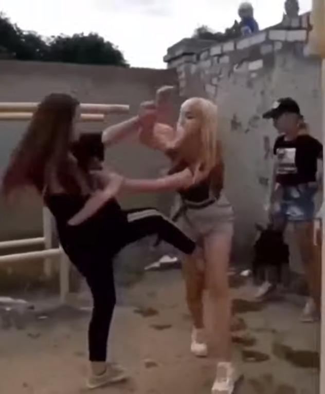 Підлітки влаштували бійку