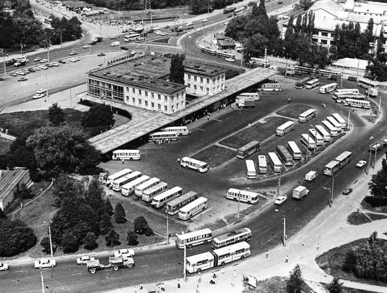 В сети показали архивные фото Центрального автовокзала в Киеве