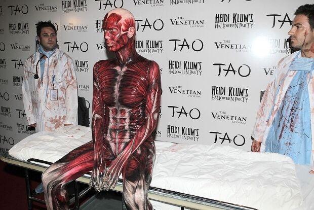 Хайді Клум в образі скелета