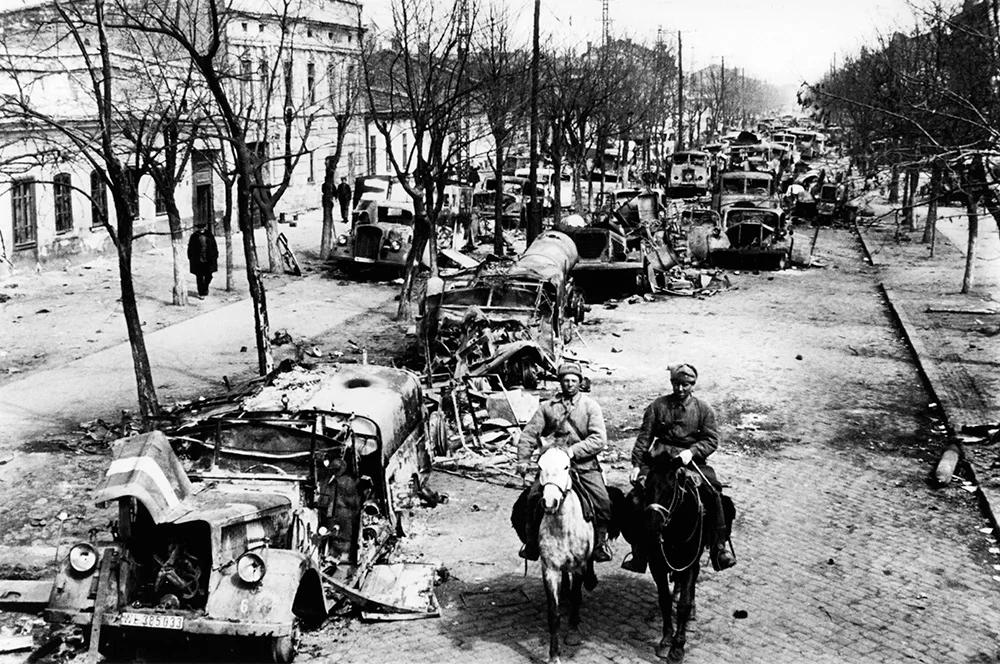 Освобожденная Одесса, 1944 год. Улицы усыпаны обломками немецкой военной техники