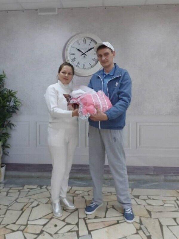 Племінник Пугачової Владислав з дружиною і новонародженою дочкою Аллою