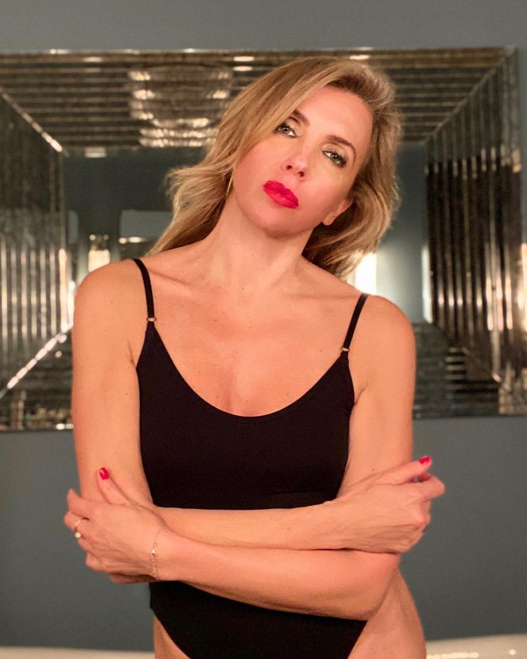 Светлана Бондарчук сексуально позирует на камеру