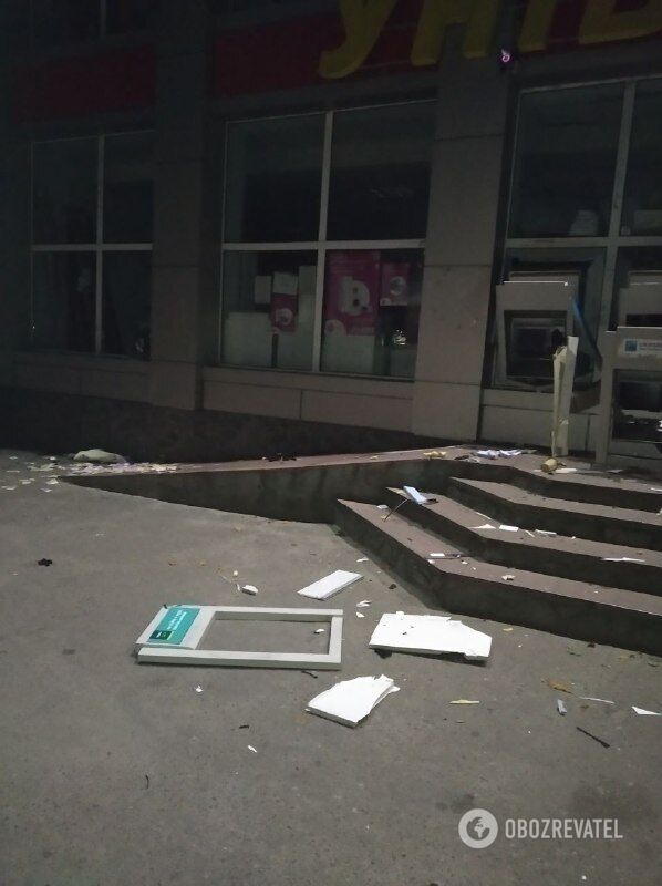 Злоумышленники взорвали два банкомата