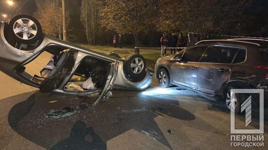 """Потерпілу з місця аварії забрала """"швидка""""."""