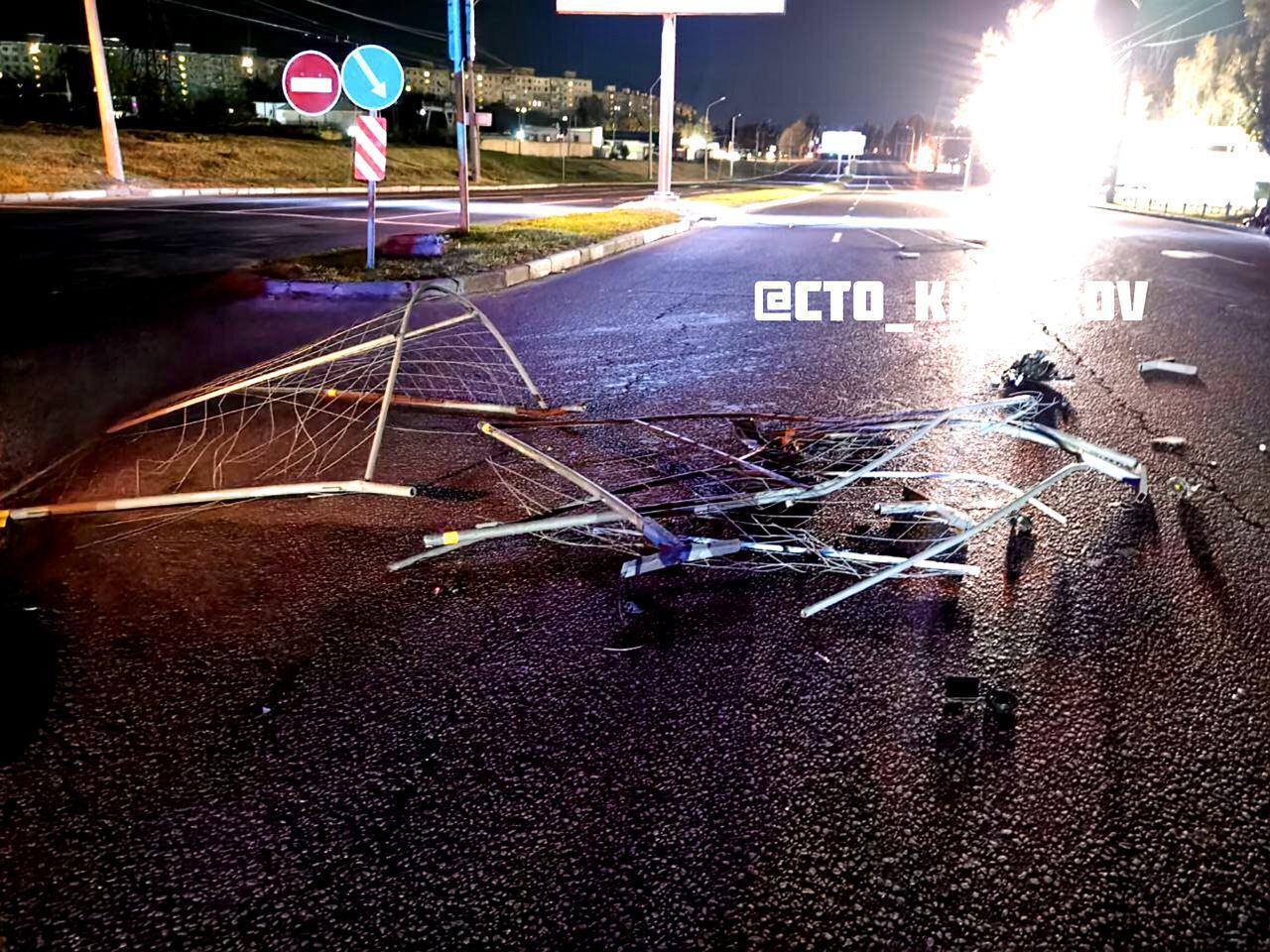 В результате ДТП были повреждены ремонтные ограждения