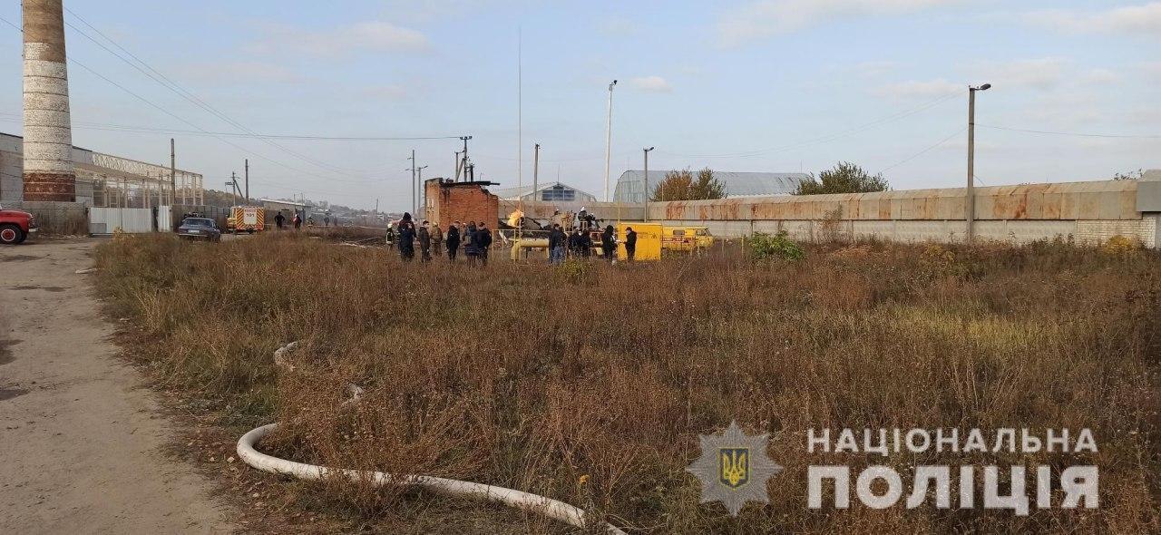 Полиция и спасатели прибыли для выяснения причин взрыва в Дергачевском районе