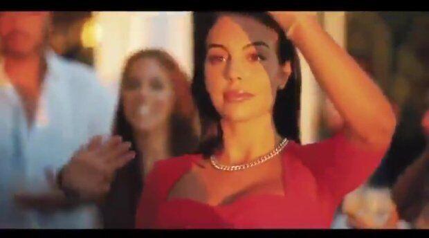 Джорджина Родригес в красном платье