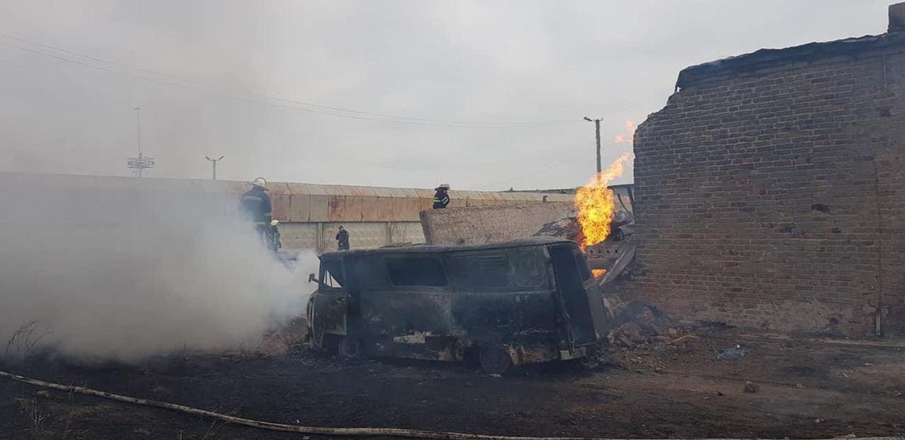 На месте взрыва в Харьковской области образовалось задымление